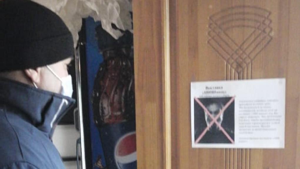 «Заразят коронавирусом»: в Новосибирске китайцам запретили вход на выставку шапок