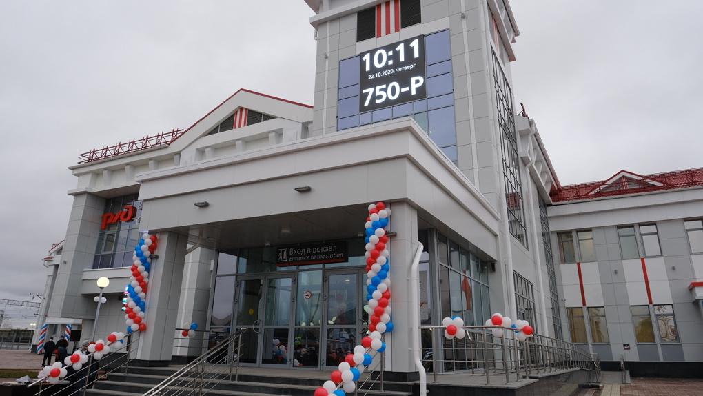 Андрей Травников открыл два железнодорожных вокзала в Новосибирской области