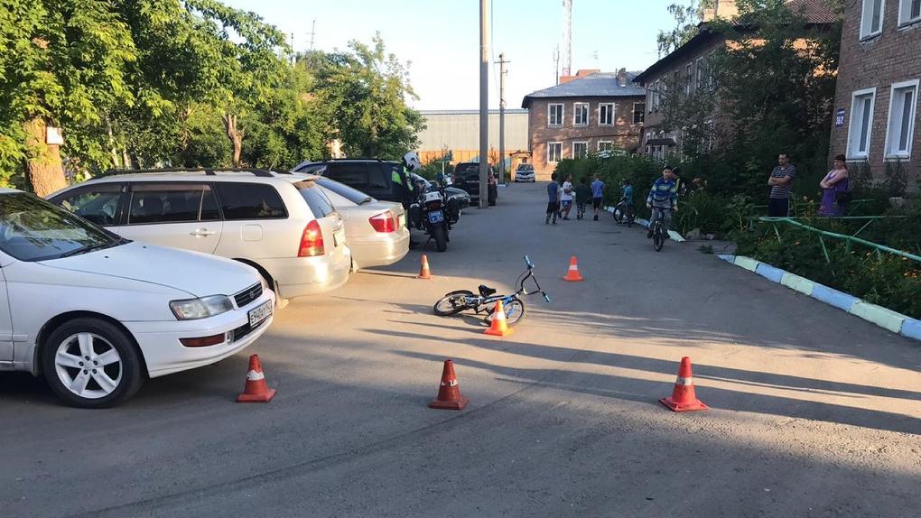 В Новосибирске таксист сбил шестилетнего велосипедиста и скрылся