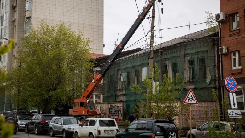 В центре Новосибирска уничтожают исторический облик дома-памятника