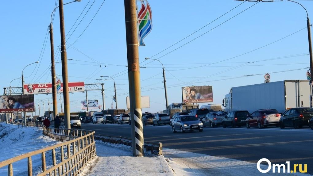 Ночной снегопад вызвал в Омске 8-балльные пробки