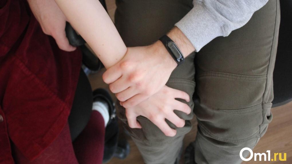Омич изнасиловал школьницу, а потом попытался насильно сделать ей аборт