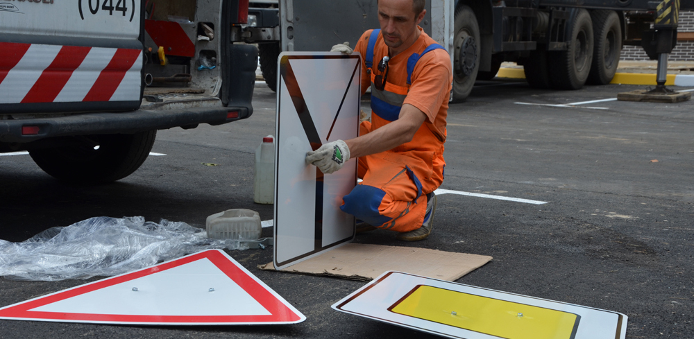 В Омске появится 555 новых дорожных знаков
