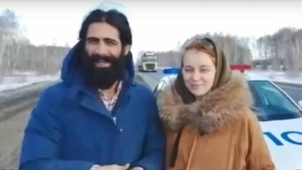 «Никто не остановился»: житель Баку с беременной женой поблагодарили автоинспекторов из Омска за спасение