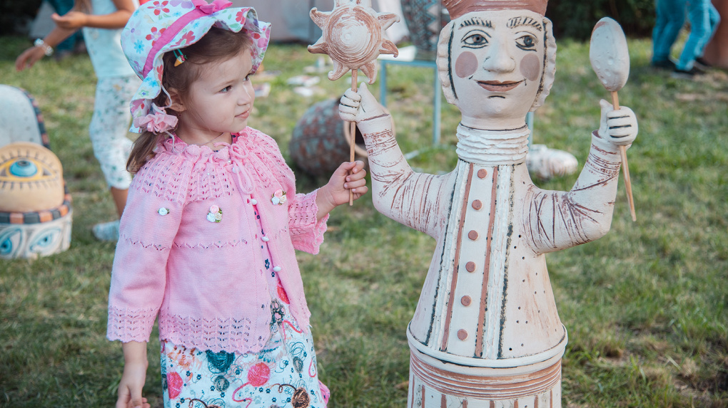 Омичей приглашают посмотреть на гончарные статуи, выполненных в рамках проекта АРТ-GAZ.ON