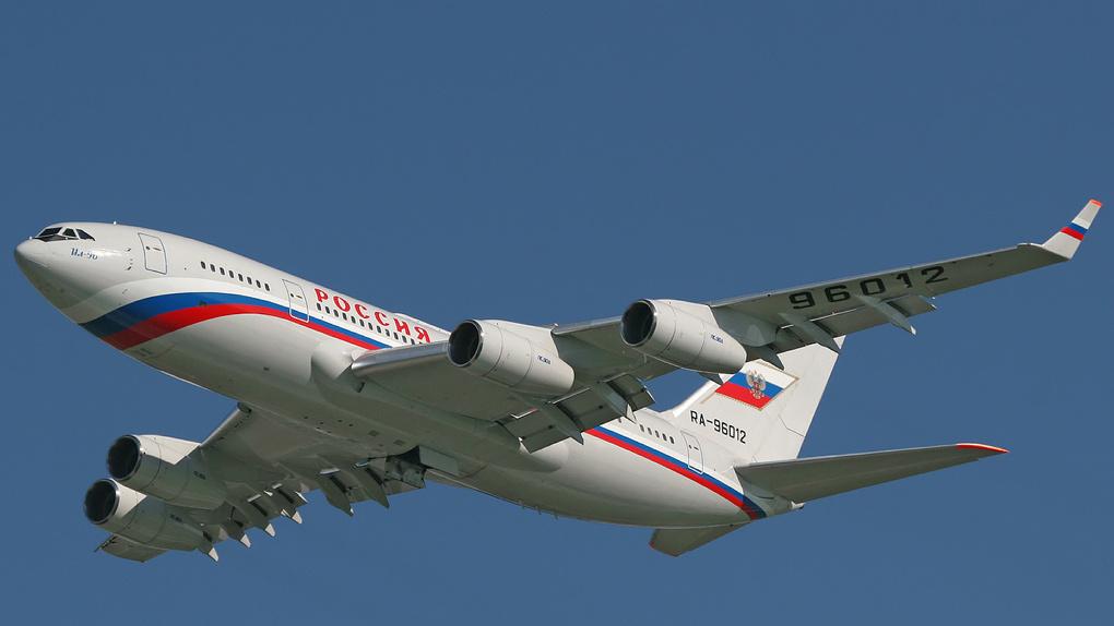 Самолет Путина летит в Омск