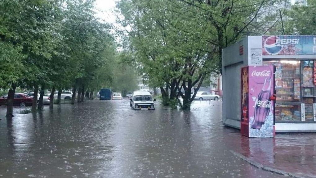 В Омске страховщики выплатили бизнесменам почти 2 миллиона из-за летнего ливня