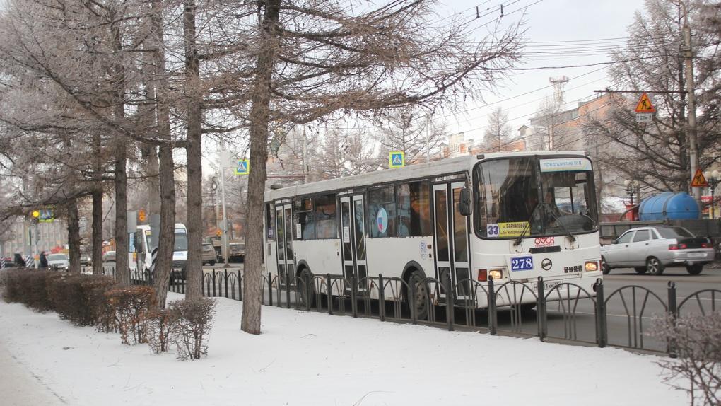 В Омске школьника-инвалида в мороз выгнали на темную трассу