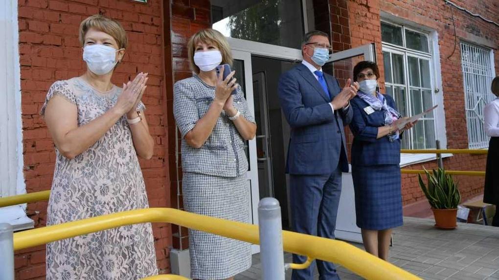 Александр Бурков поздравил учеников омской адаптивной школы-интерната с новым учебным годом