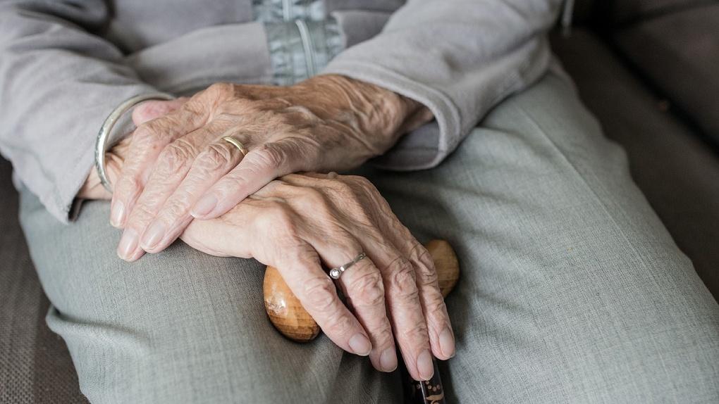 На вокзале в Новосибирске нашли престарелую омичку, потерявшую память