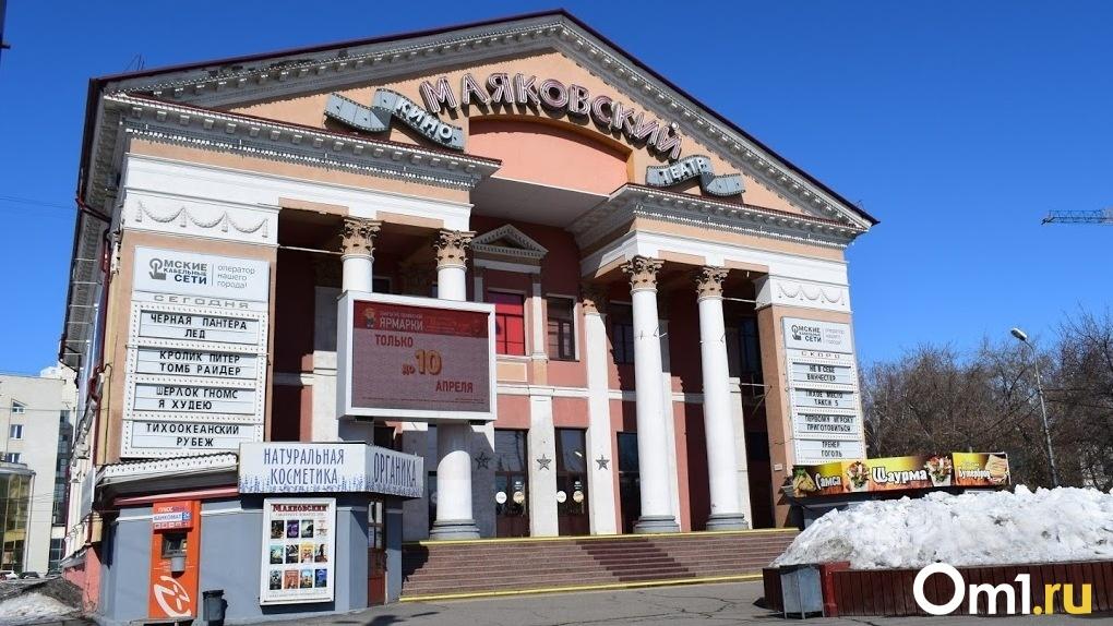 Омичам показали, как могут отреставрировать кинотеатр в центре города