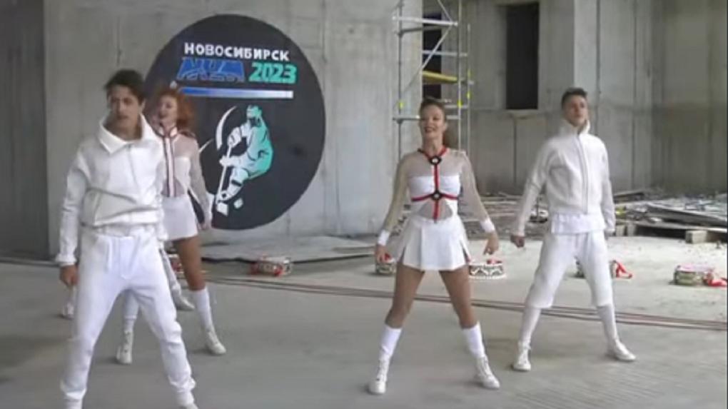 Саксофонист и танцоры зажгли на стройке нового ЛДС в Новосибирске