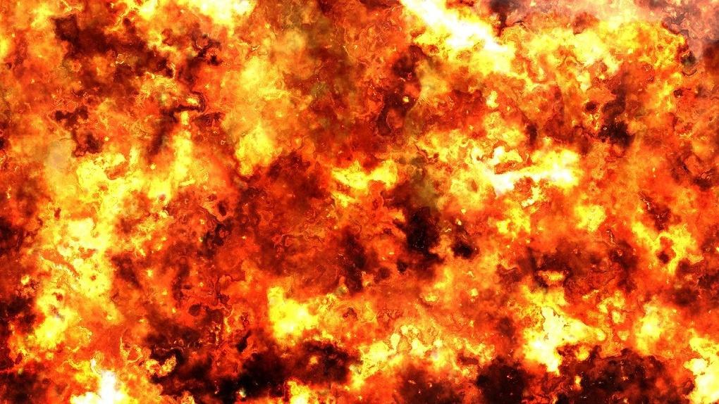Шестерых детей вытащили из пожара в деревянном доме в Новосибирске