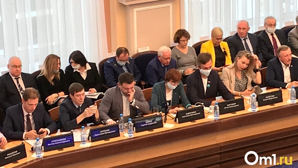 Новосибирский депутат-оппозиционер Сергей Бойко срывает первую сессию горсовета