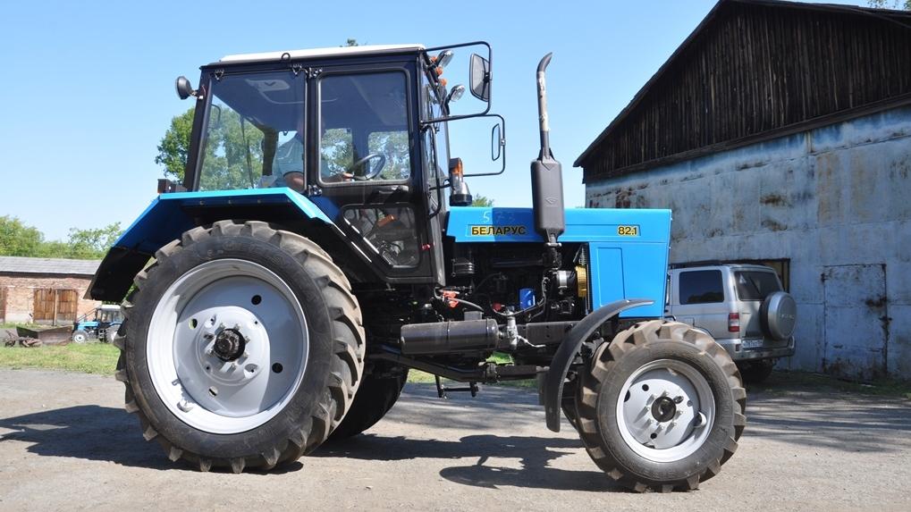 Пять новых тракторов для тушения лесных пожаров купили в Новосибирской области
