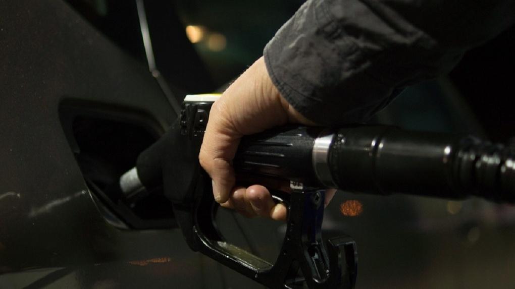 Россия — на втором месте по дешевизне бензина в Европе. Но радоваться нечему
