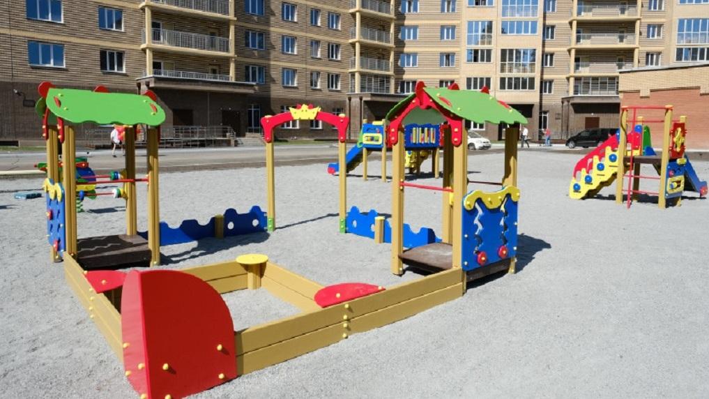 В Новосибирской области началось благоустройство придомовых территорий в рамках нацпроекта