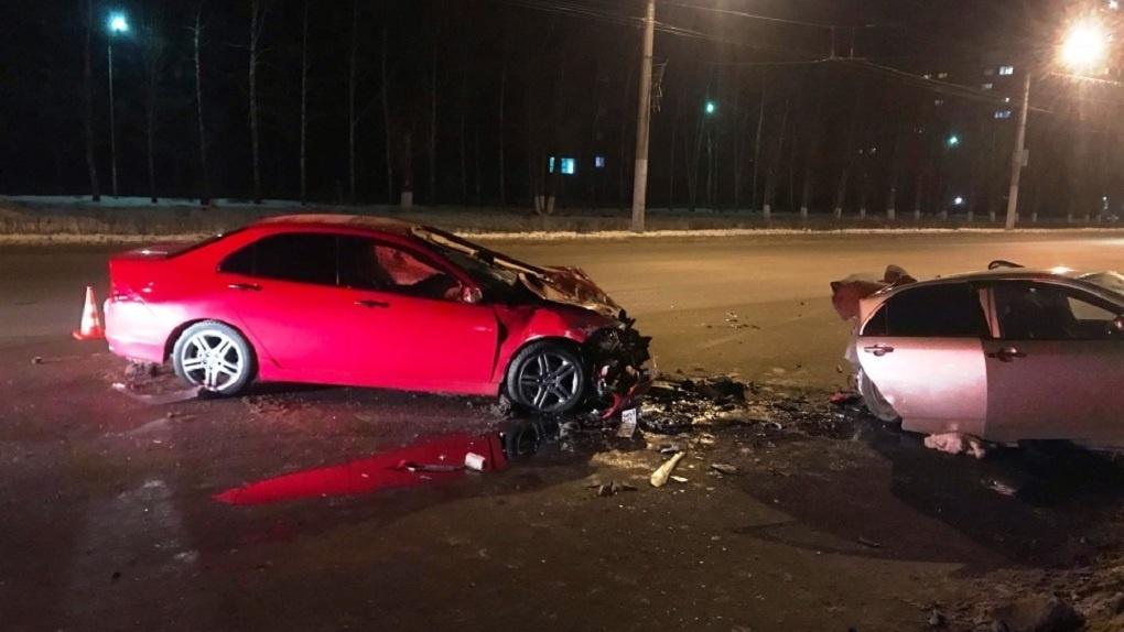 В Омске при столкновении двух машин погибла женщина