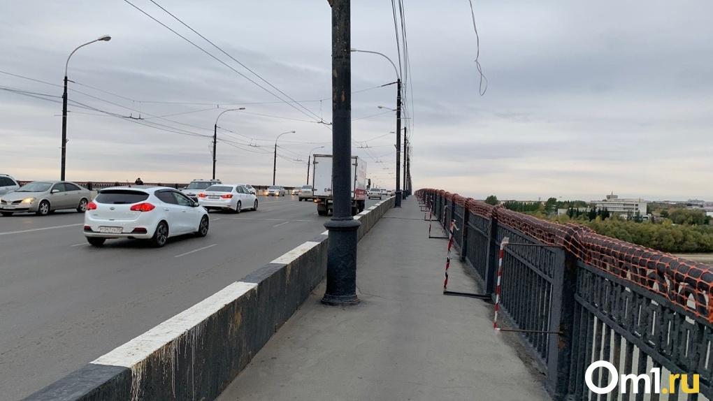 Омичи больше не смогут ходить пешком по Ленинградскому мосту