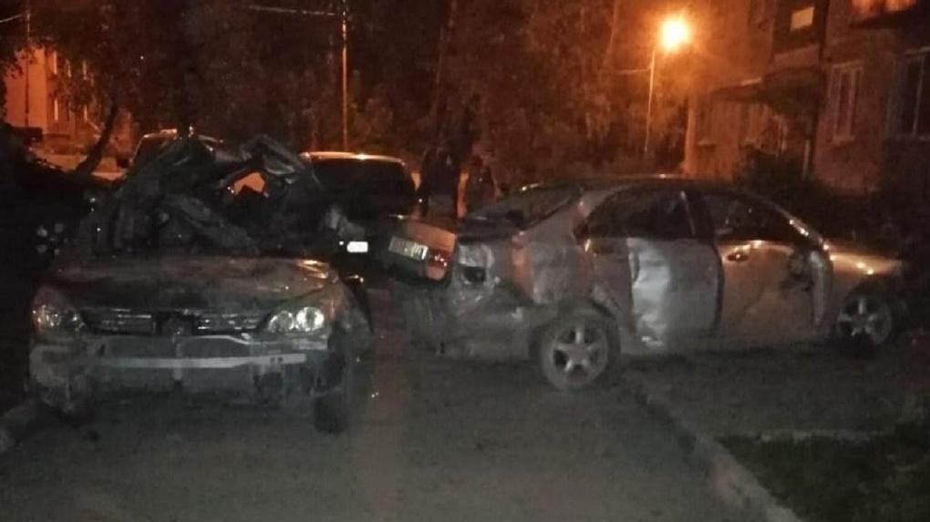 Один погиб и двое пострадали в страшной аварии в Новосибирске