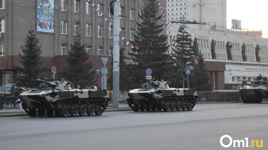 Танки испортили асфальт в Омске и Новосибирске