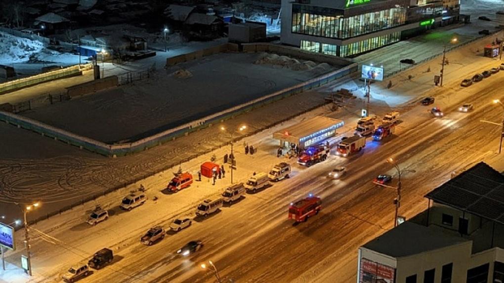 Новосибирцев напугали автомобили спецслужб у метро: спасатели объяснили причину их появления