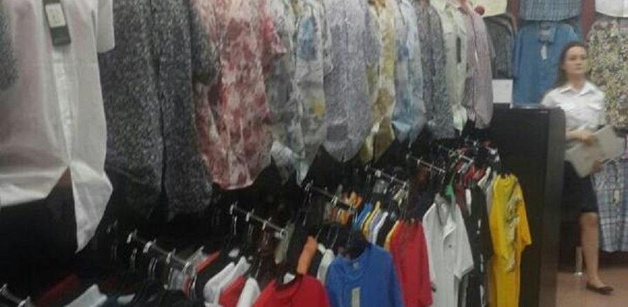 В Омске судебные приставы забрали у владелицы магазина одежду