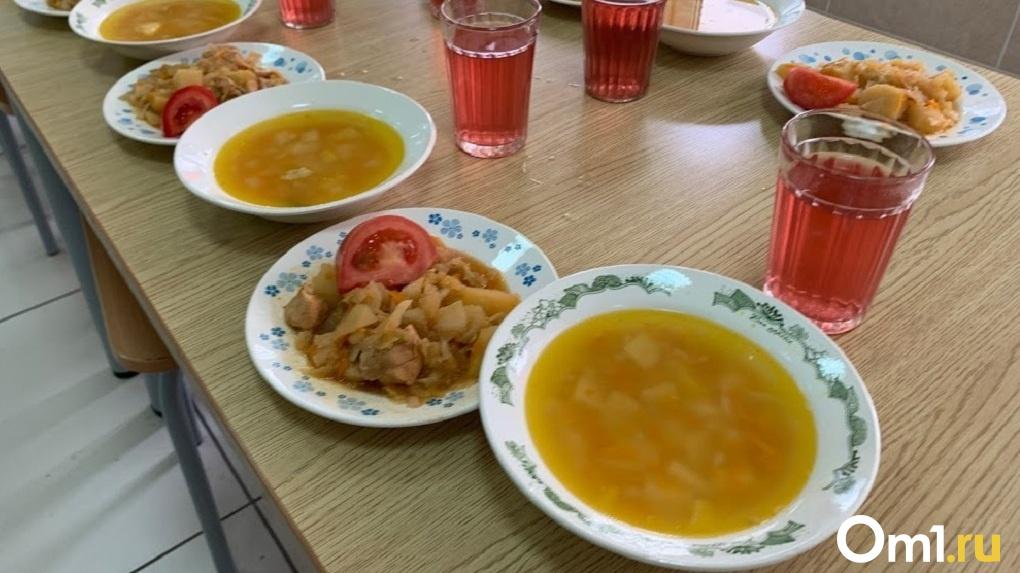 В омской школе кормят «золотой» гречкой и хлебом с плесенью