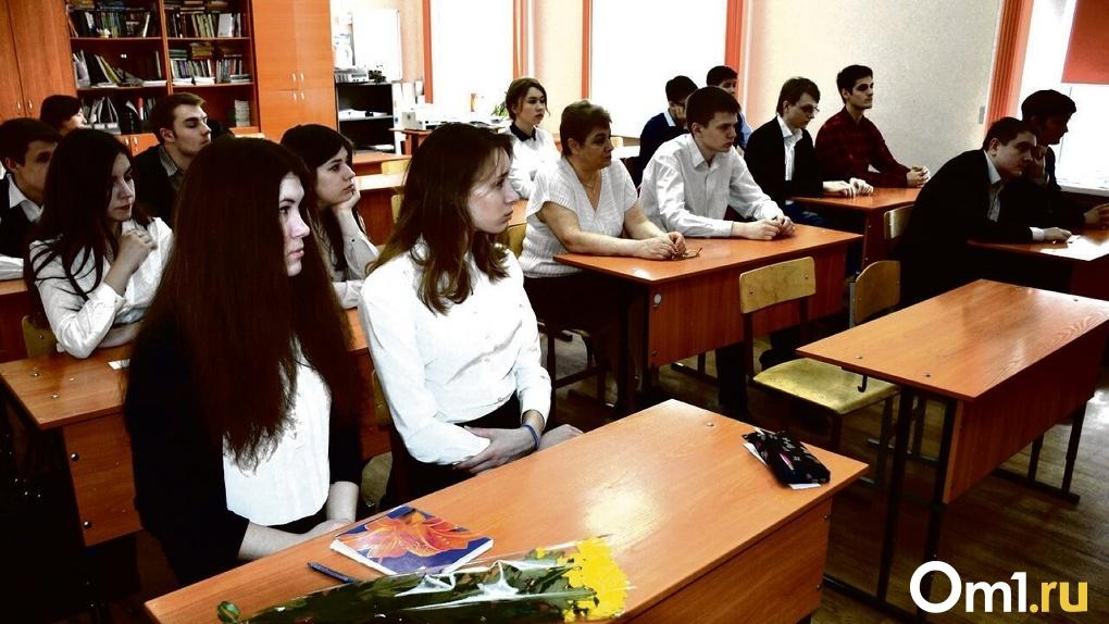 «Один учитель уже умер»: новосибирские педагоги требуют отправить их на удалёнку из-за коронавируса