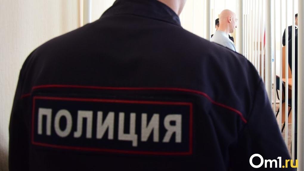 В Омской области сотрудница «Почты России» избила полицейского