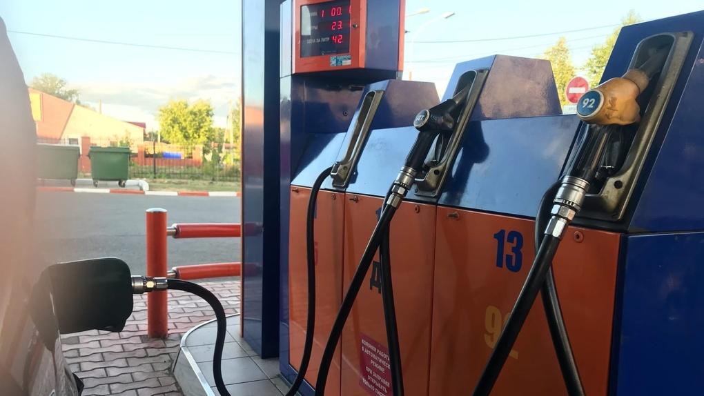 В Омске в очередной раз взлетели цены на бензин