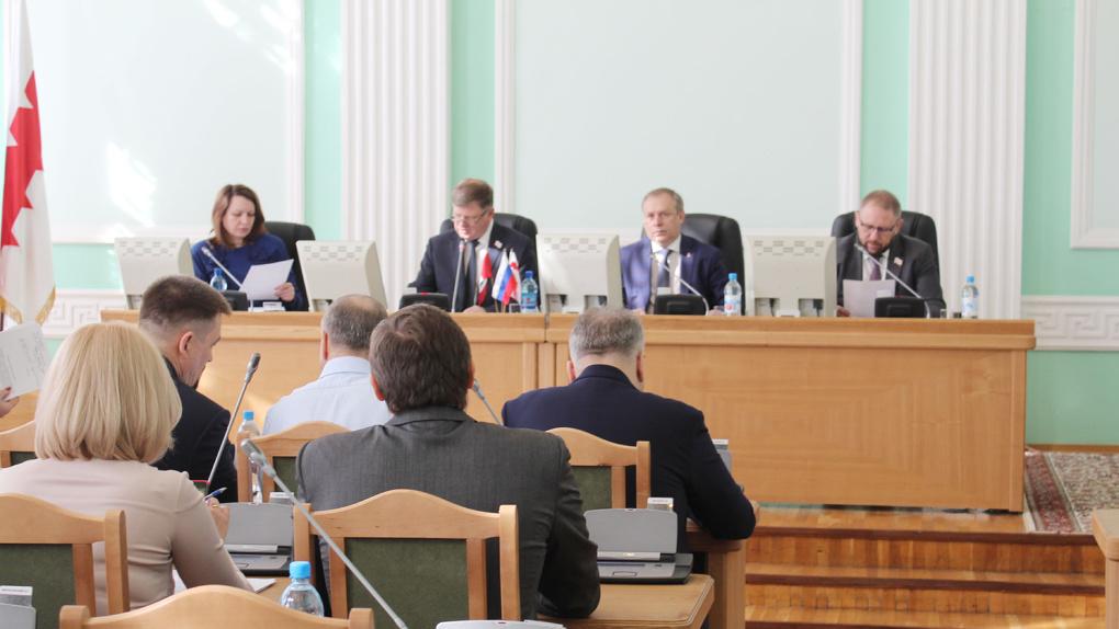 Омские депутаты разрешили бизнесменам выкупать землю за 10 процентов