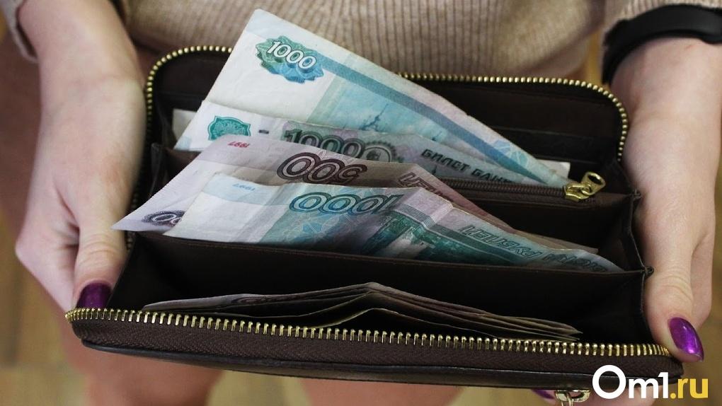 Омичи уже начали получать вторую выплату на детей в 10 тысяч рублей