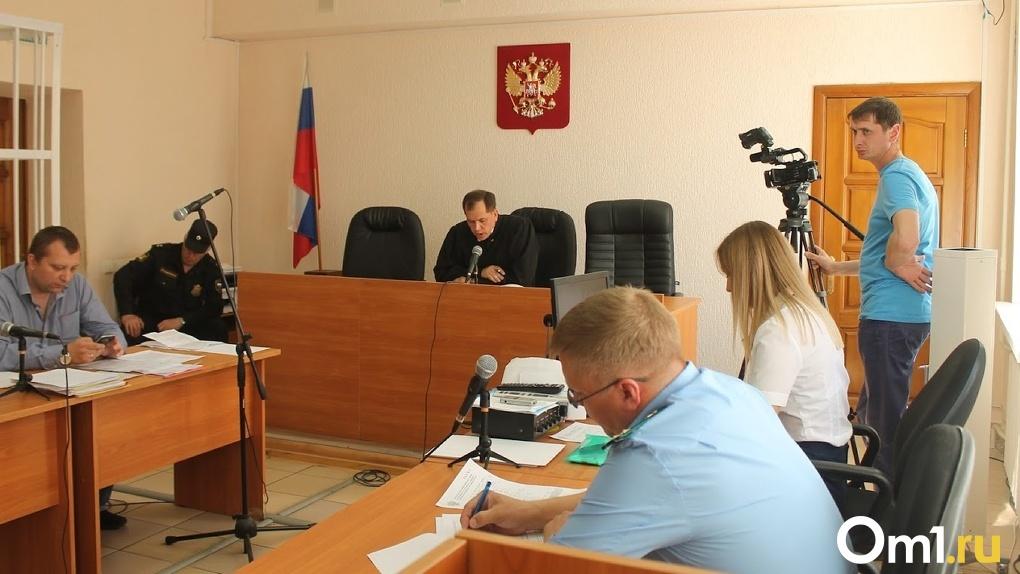 Детский омбудсмен проверит, почему ребенка, которого истязали родители в Омске, вернули матери