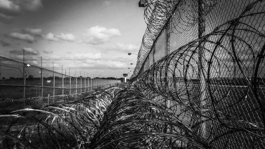 Родной отец мальчика, которого пытали и морили голодом, сидит в тюрьме за убийство