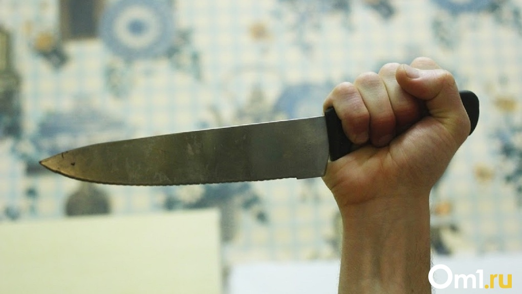 Разозлился и порезал лицо. Омич набросился на соседку с ножом