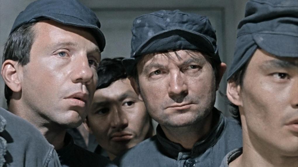 В Омске бывших заключенных принимают в дворники, водители и грузчики