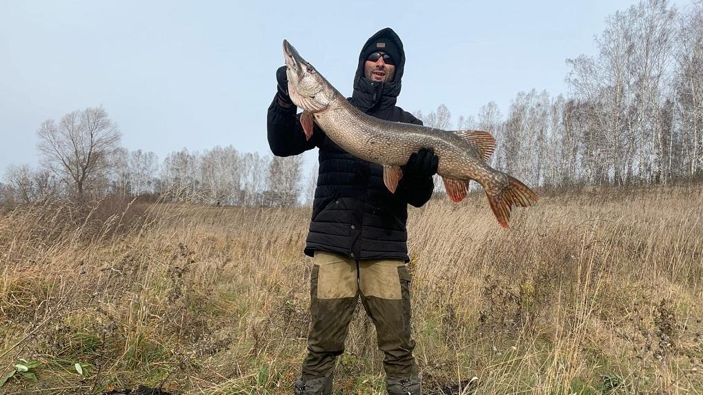 Два друга из Новосибирска поймали девятикилограммовую щуку