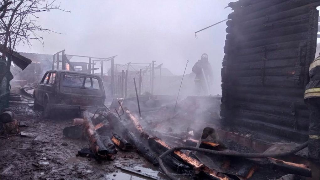 Страшный пожар в Новосибирской области: трое взрослых и ребёнок сгорели в огне (шокирующие фото)