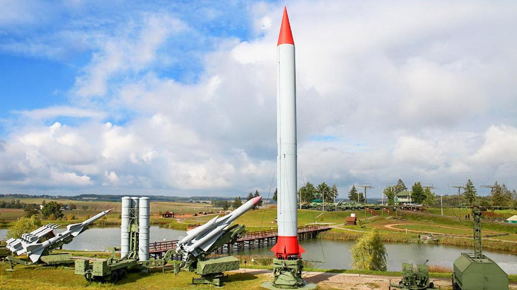 Омским школьникам рассказали об истории баллистической ракеты Р-12