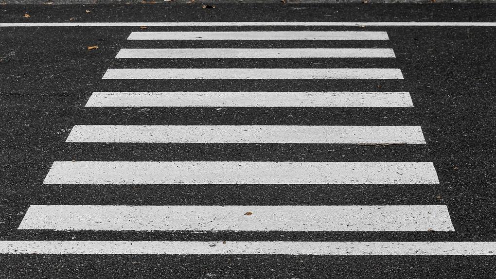 До конца мая возле омских школ появятся «зебры»