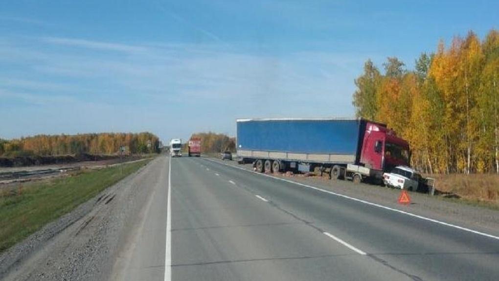 Водитель «Жигули» погиб в страшном ДТП на трассе «Омск — Новосибирск»
