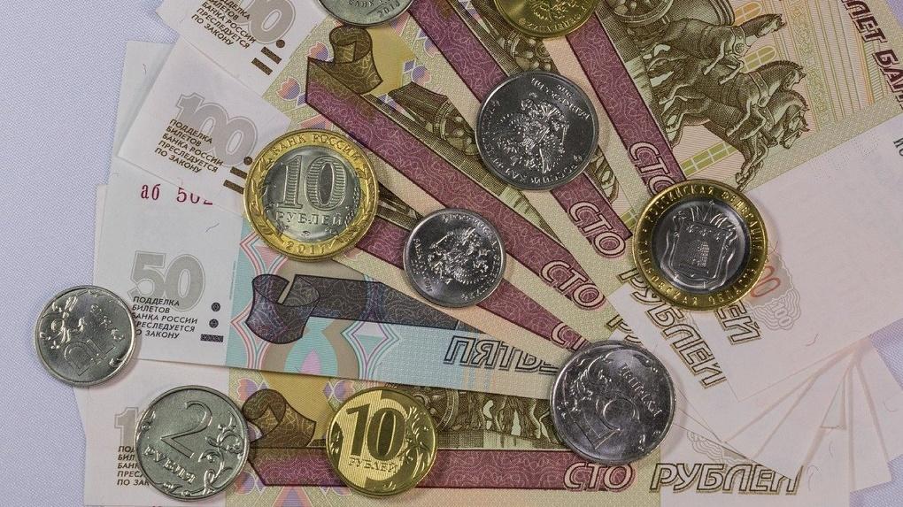 Мужчина продает монету номиналом в 2 рубля за один миллиард