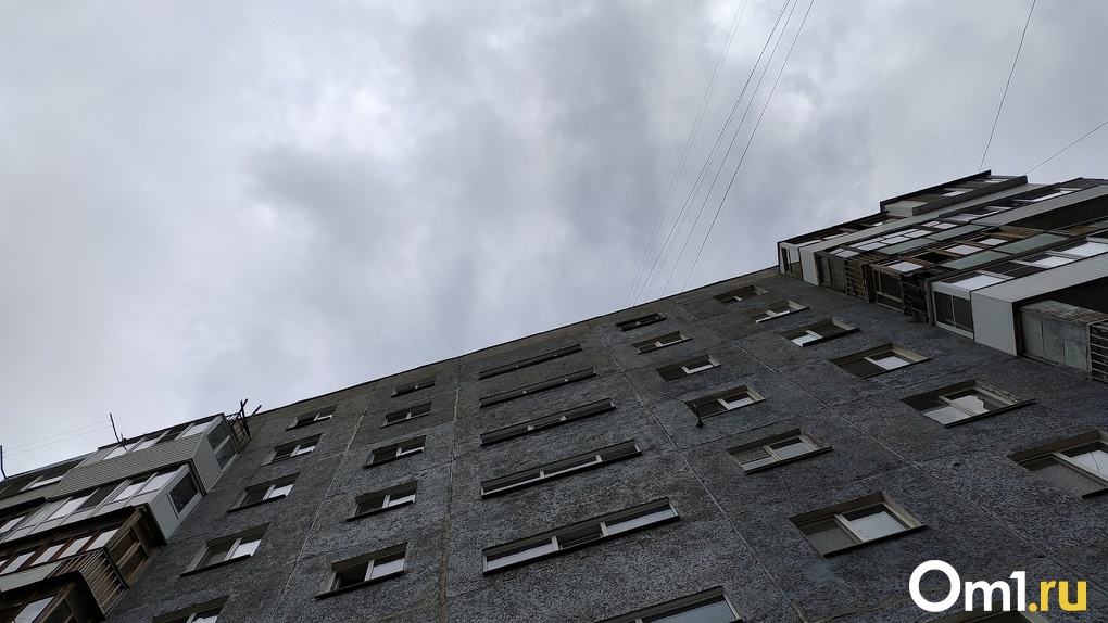 В Омске снова начали нападать на женщин в подъездах