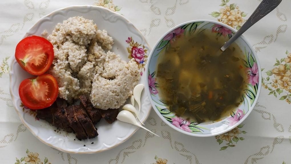 Родители новосибирских учеников раскритиковали школьное питание