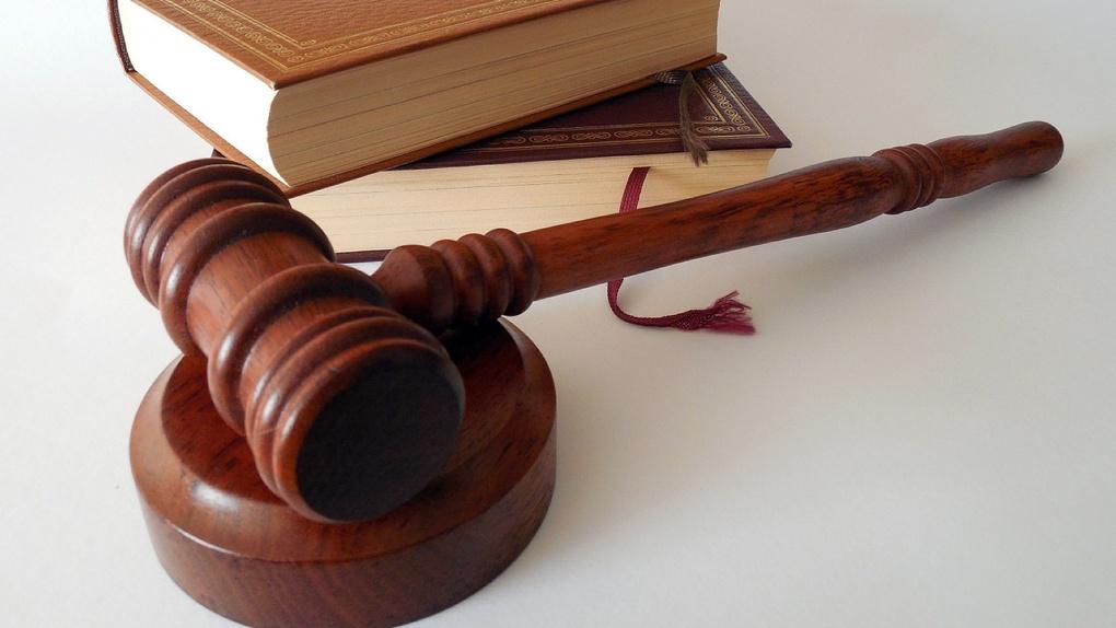 Суд оштрафовал омичку, прописавшую 40 гастарбайтеров