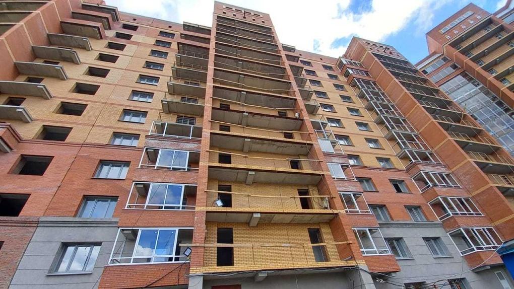 Больше 80 обманутых дольщиков долгостроя на улице Есенина в Новосибирске получат ключи от квартир