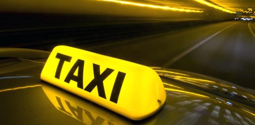 Омичка написала заявление на водителя такси, «державшего ее в заложниках»