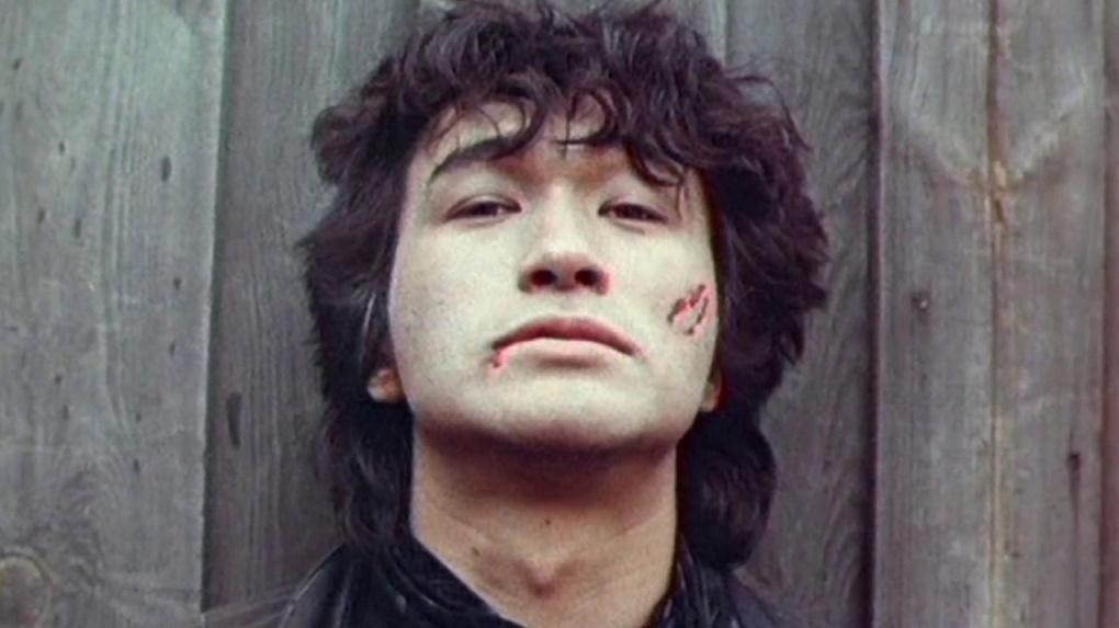 Стало известно, когда новосибирцы смогут увидеть новый фильм Алексея Учителя «Цой»