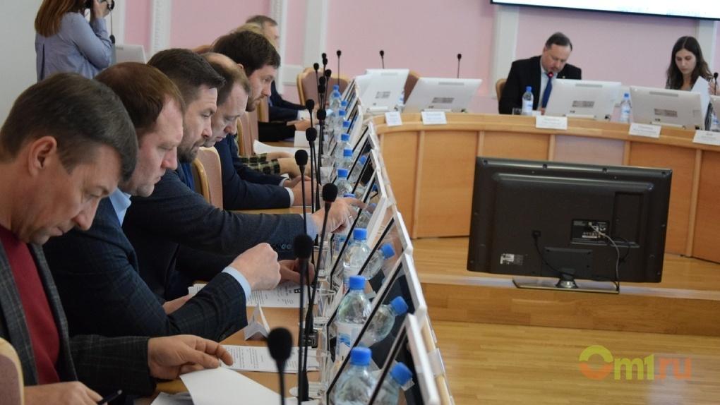 Омские депутаты пришли к депутатам искать управу на депутатов